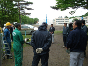 ボランティア活動:保育所のフェンスのペンキ塗り替え